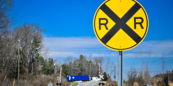 3 Things CDL Drivers Must Know About Railroad Crossings
